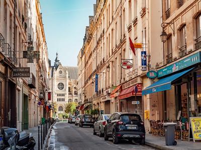 申请法国签证需要提供住宿证明吗?